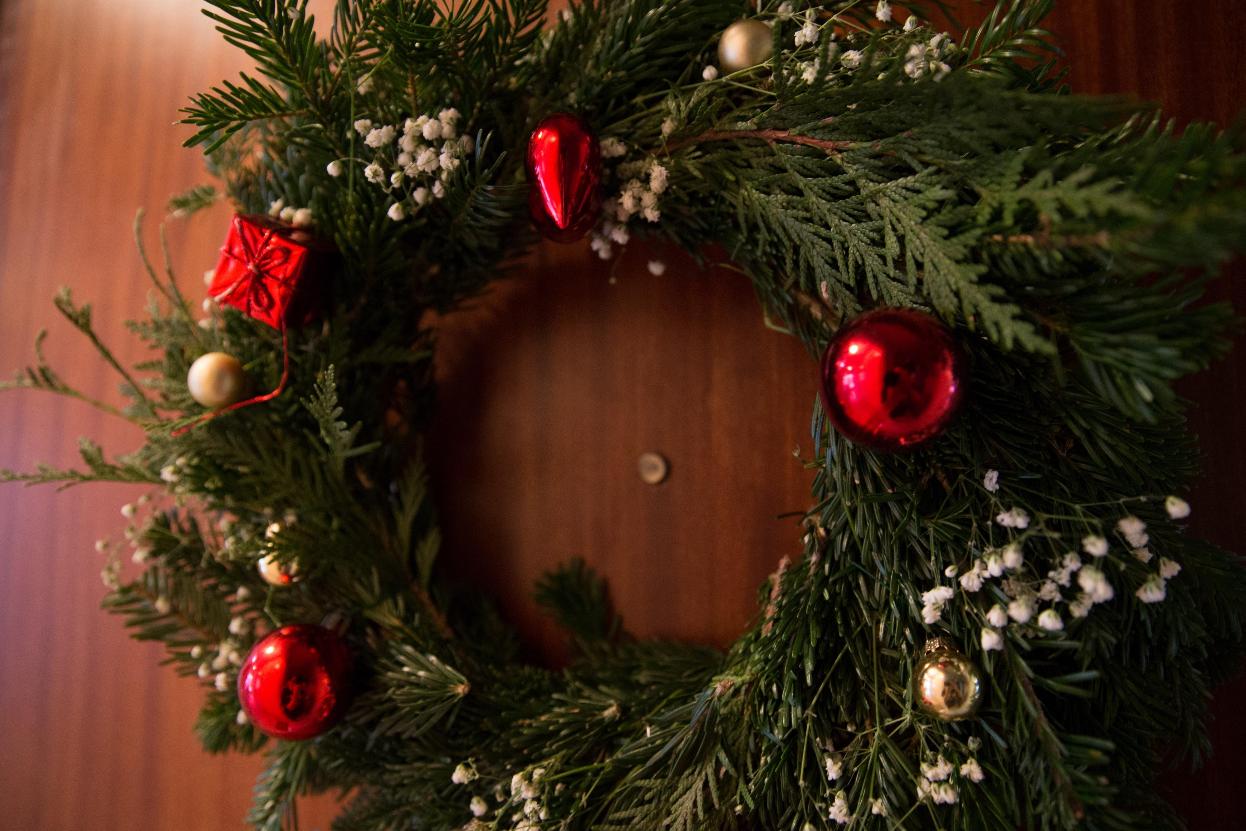 Faire sa couronne de Noël pour moins de 5€ (DIY)